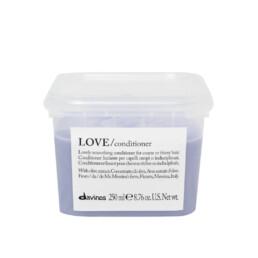 Davines LOVE Smooth, odżywka wygładzająca i eliminująca puszenie się włosów. Pojemność 250ml.